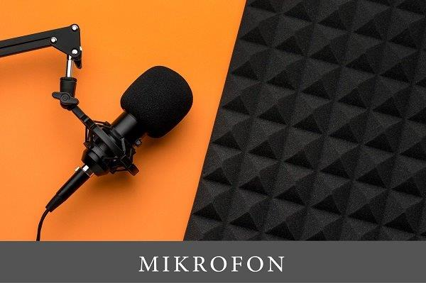 crni mikrofon položen na narandžastom stolu