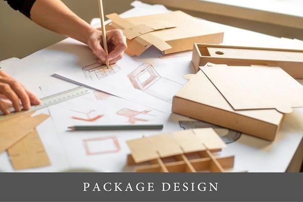 dizajner iscrtava skice dizajna ambalaže
