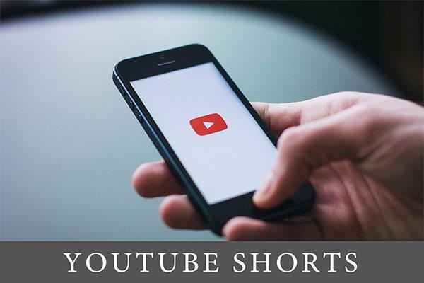 slika pametnog telefona sa logom youtube-a na ekranu